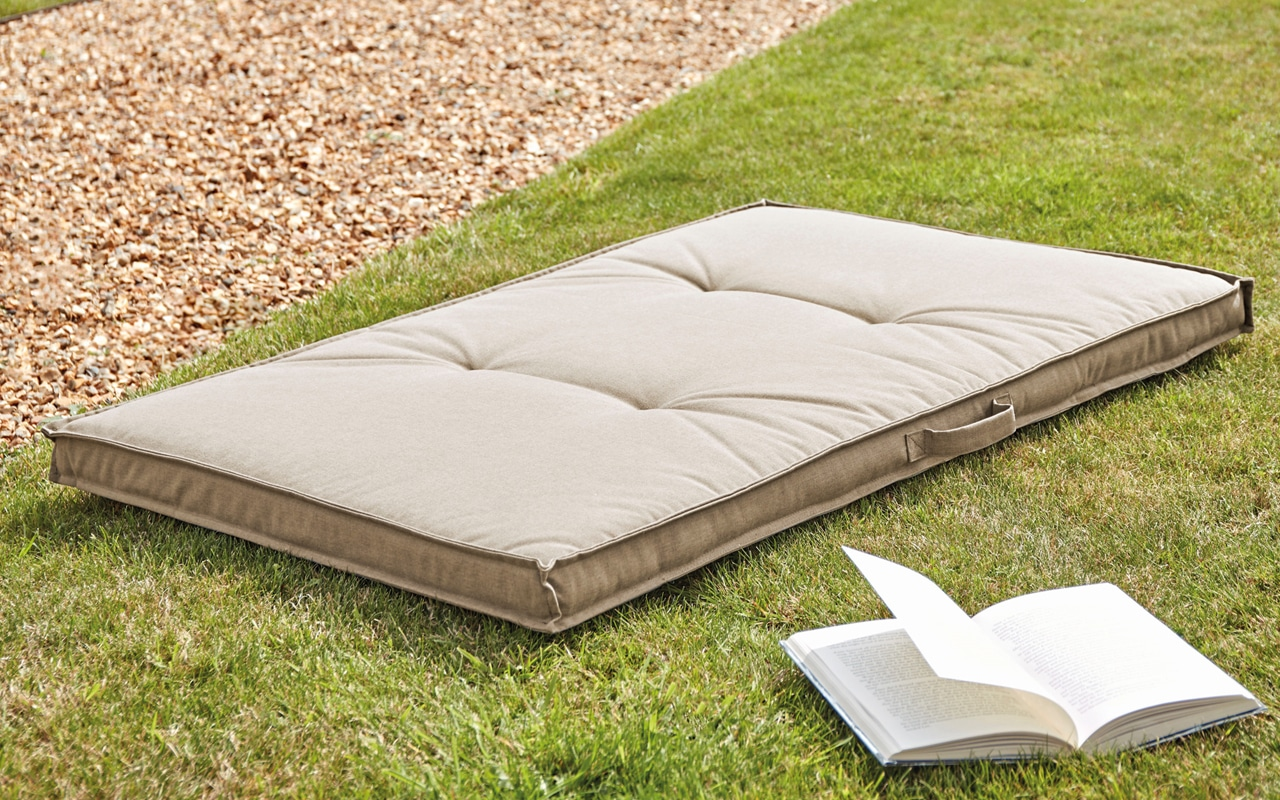 Outdoor-Floor-Cushions1