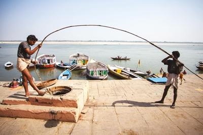 Men with pole in Varanasi
